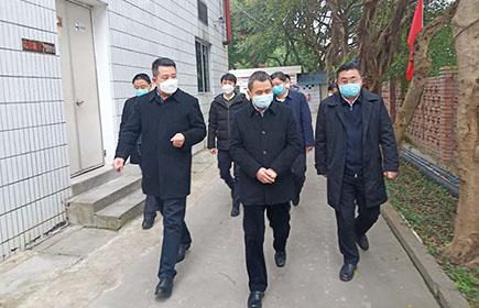 2020年2月15日曾市长、尹书记前往消毒剂车间支持